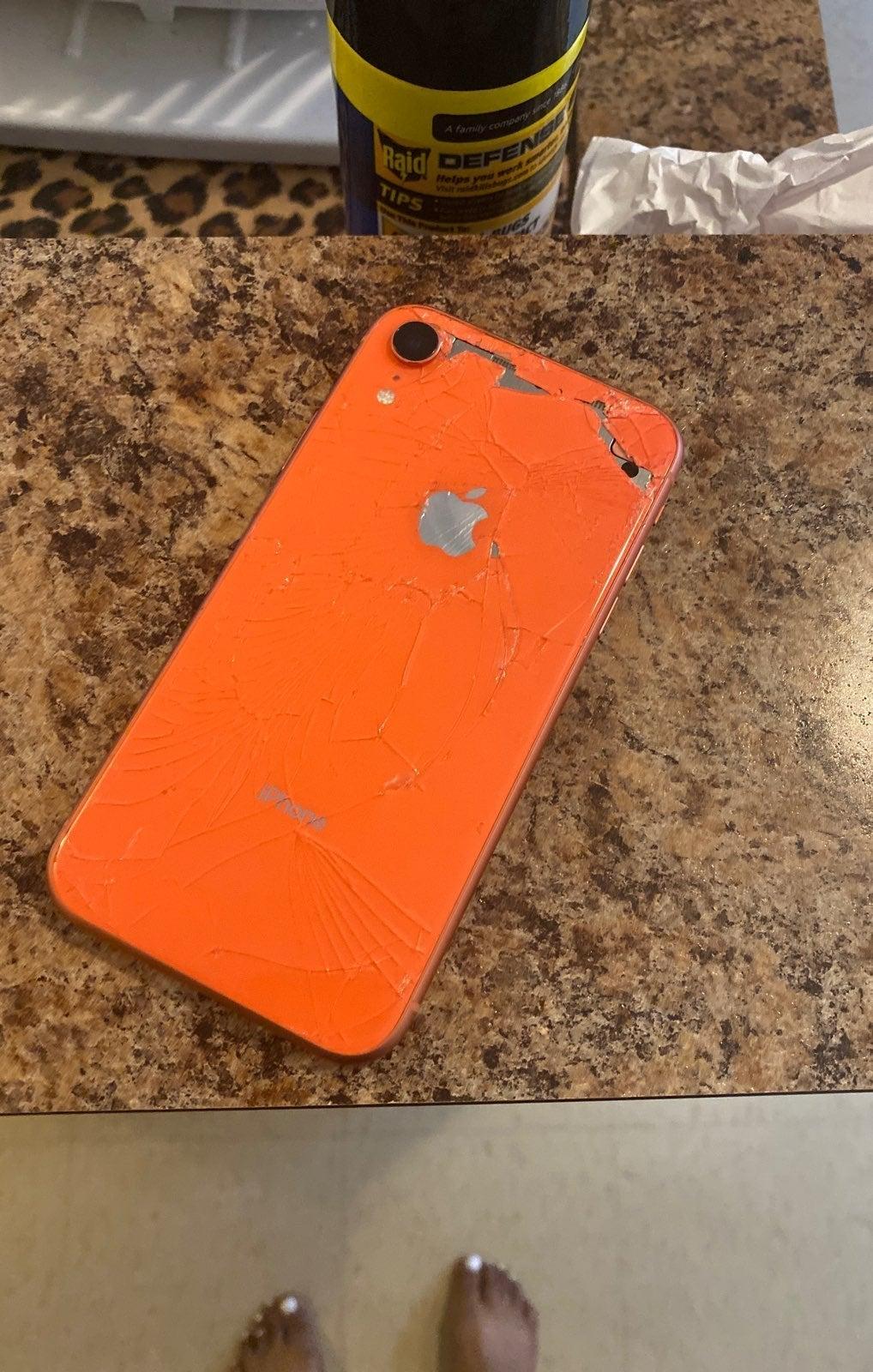iPhone XR Coral 64 GB Unlocked