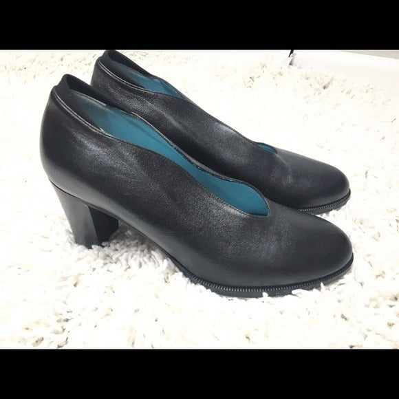 Thierry Rabotin black leather pumps sz 7