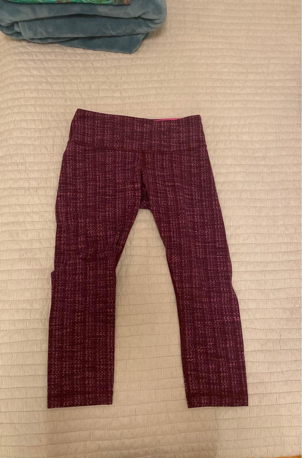 Lululemon size 6 Cropped leggings