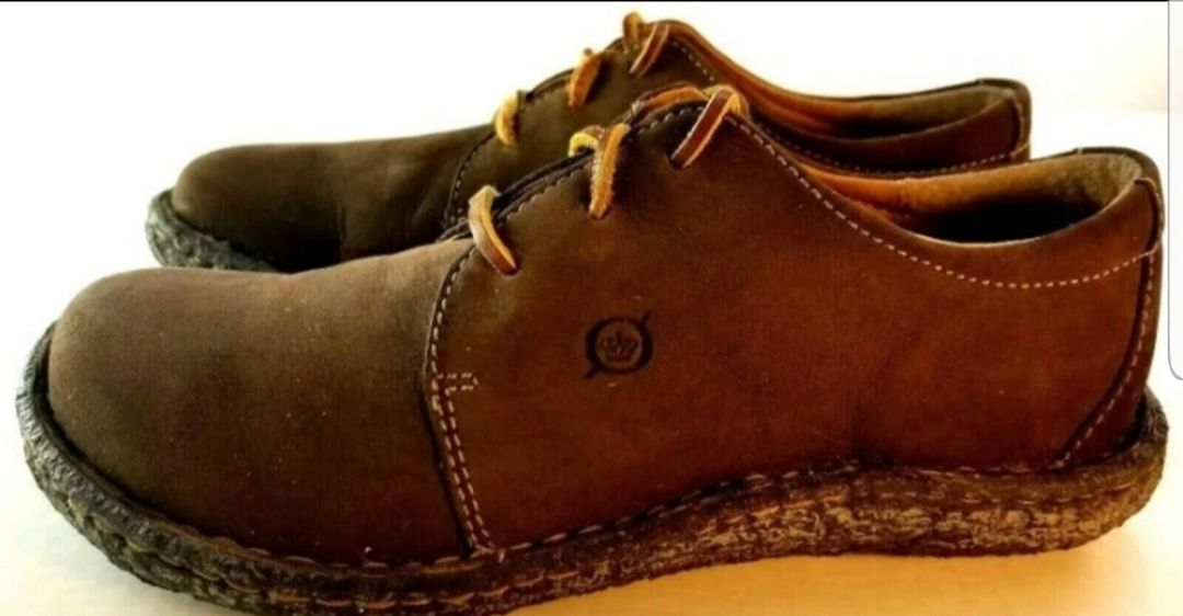 Born Womens 6.5 Desert Chukka Shoes GC!