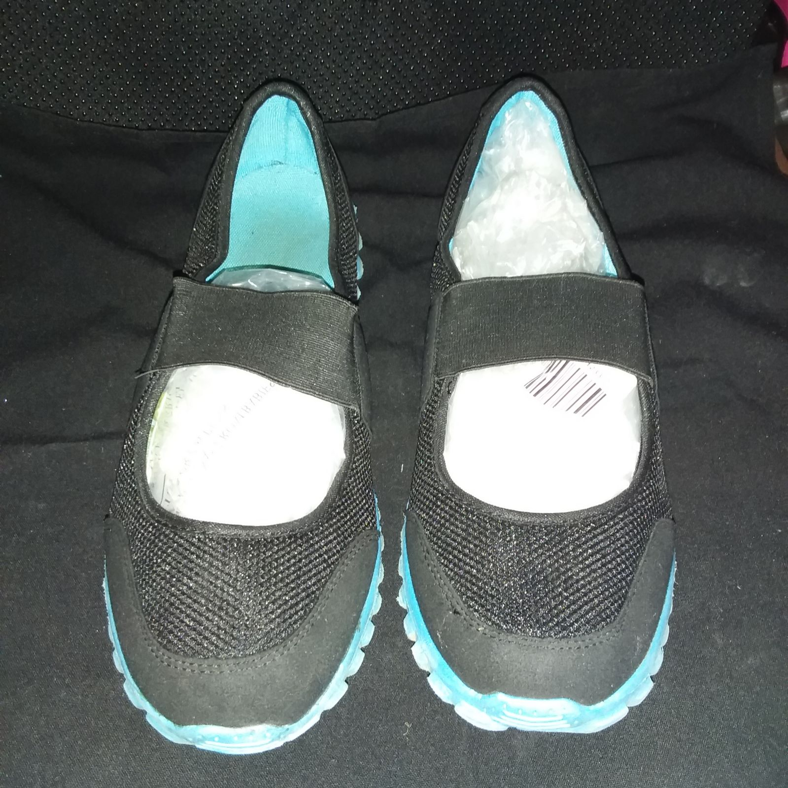 Women's size 12 wide memory foam shoes b