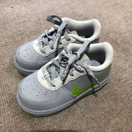 kids Nike shoes size 13cm