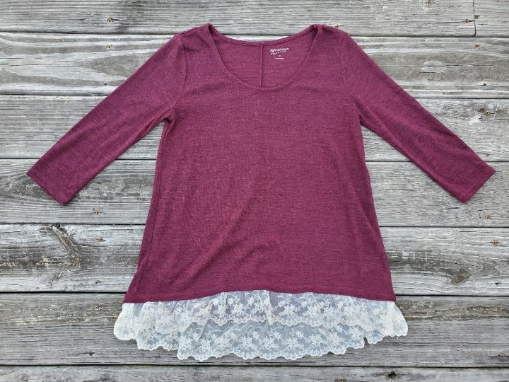 Maroon Knit Top w/ Cream Lace Ruffle M
