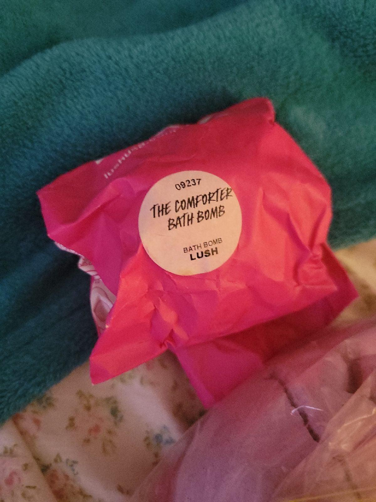 Comforter bath bombs from Lush
