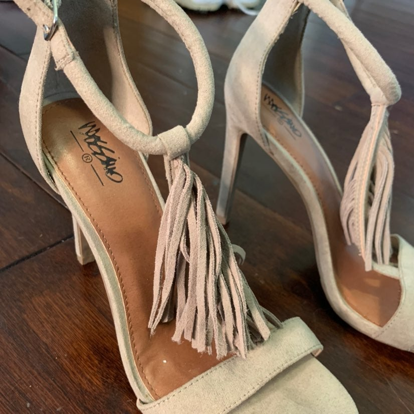 Mossimo Supply Co. beige suede heels siz