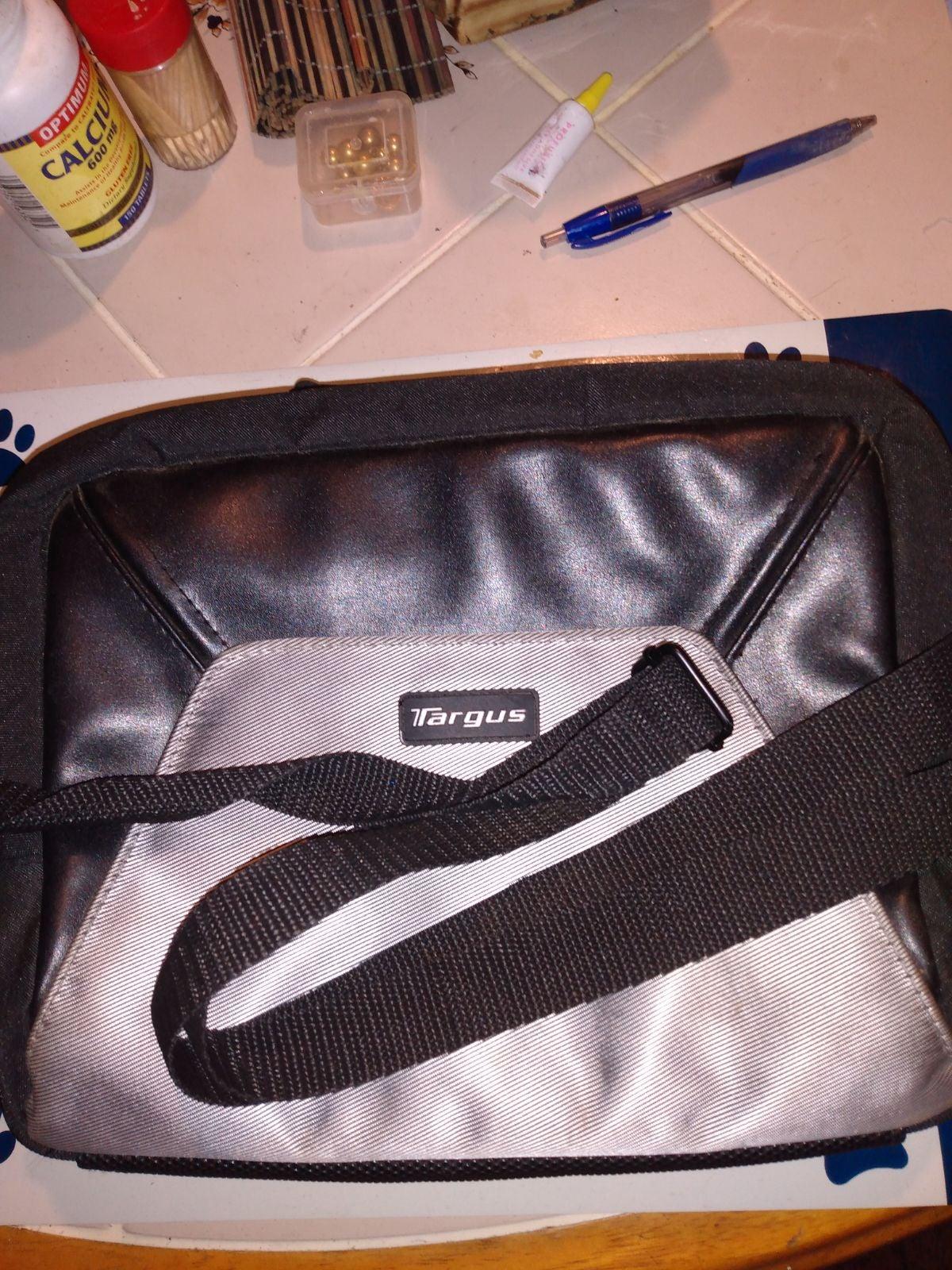 Targuss multi-use crossbody bag
