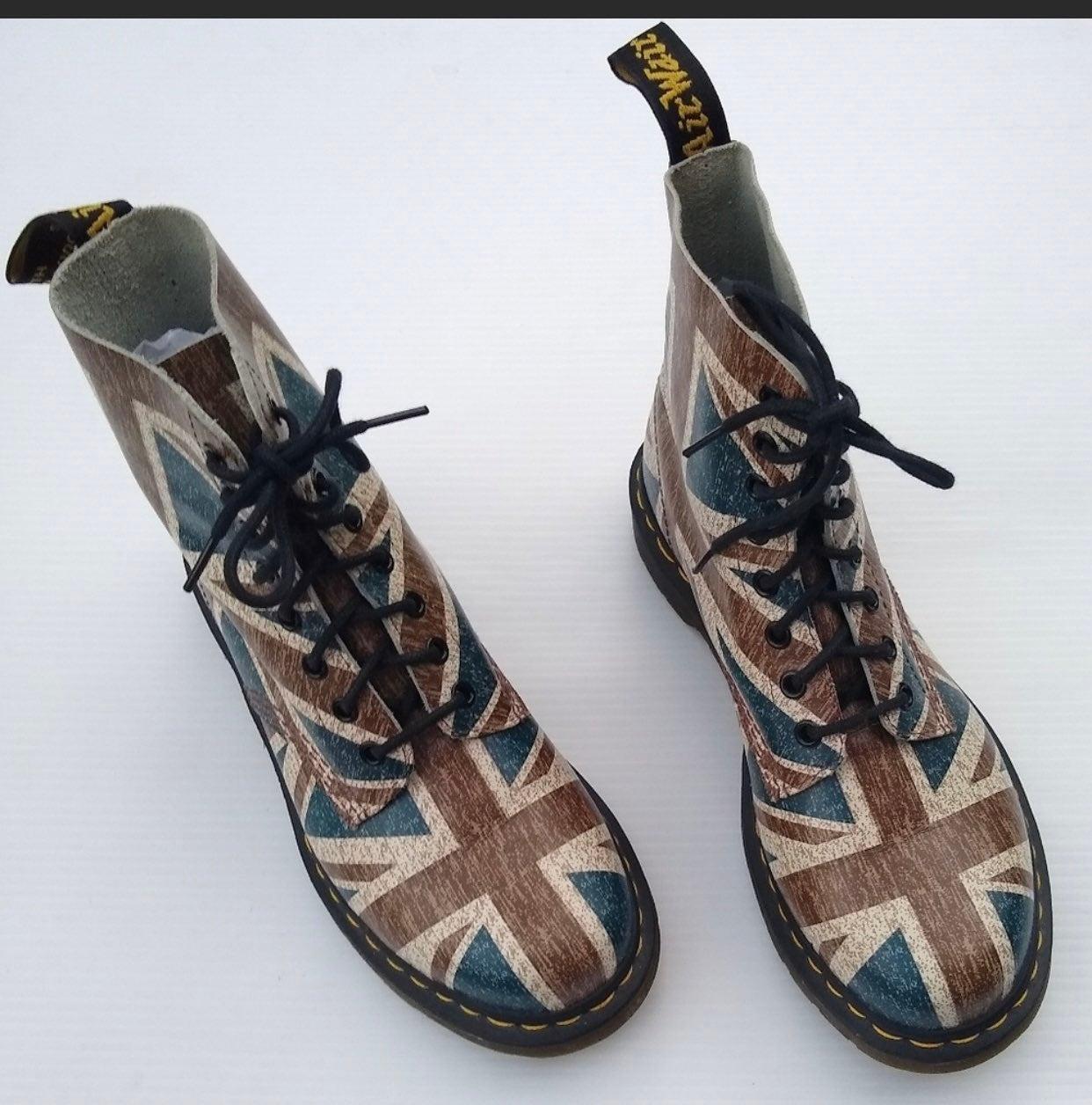 Doc Martens Pascal Union Jack Boots