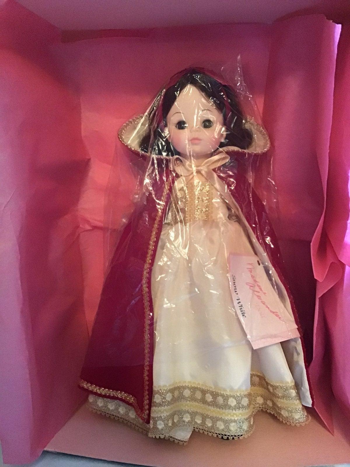 """Snow White Madame Alexander Doll 14"""" MIB"""
