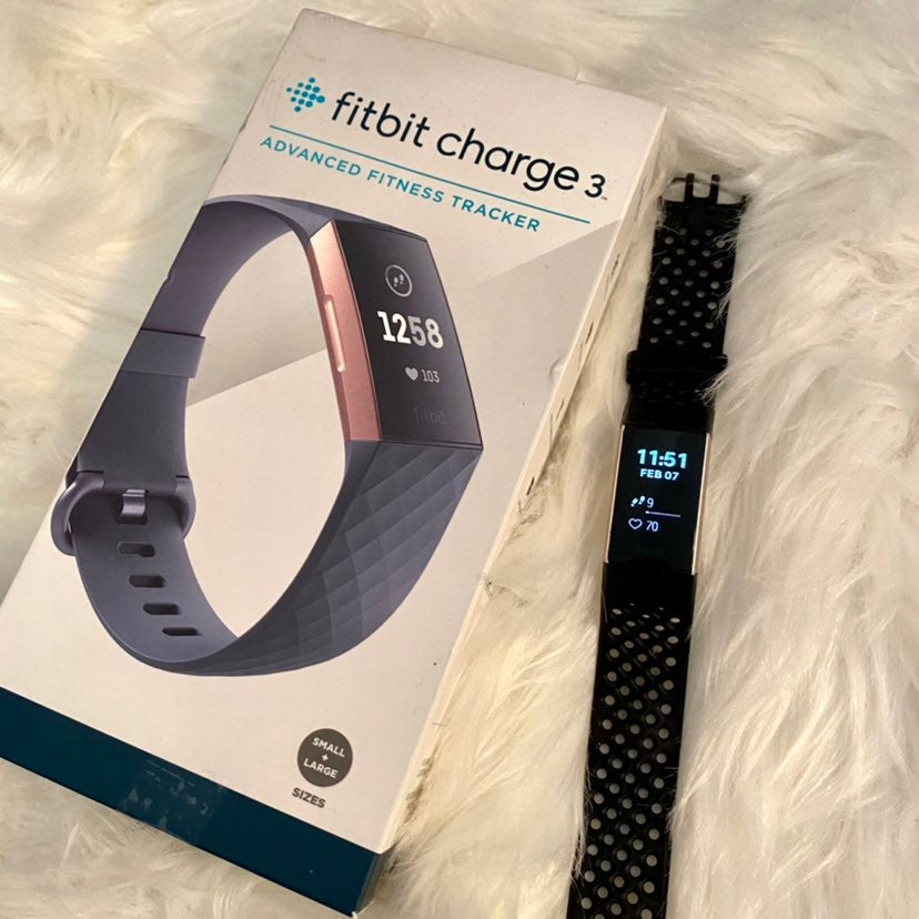 FITBIT CHARGE 3 Rose Gold Edition Good
