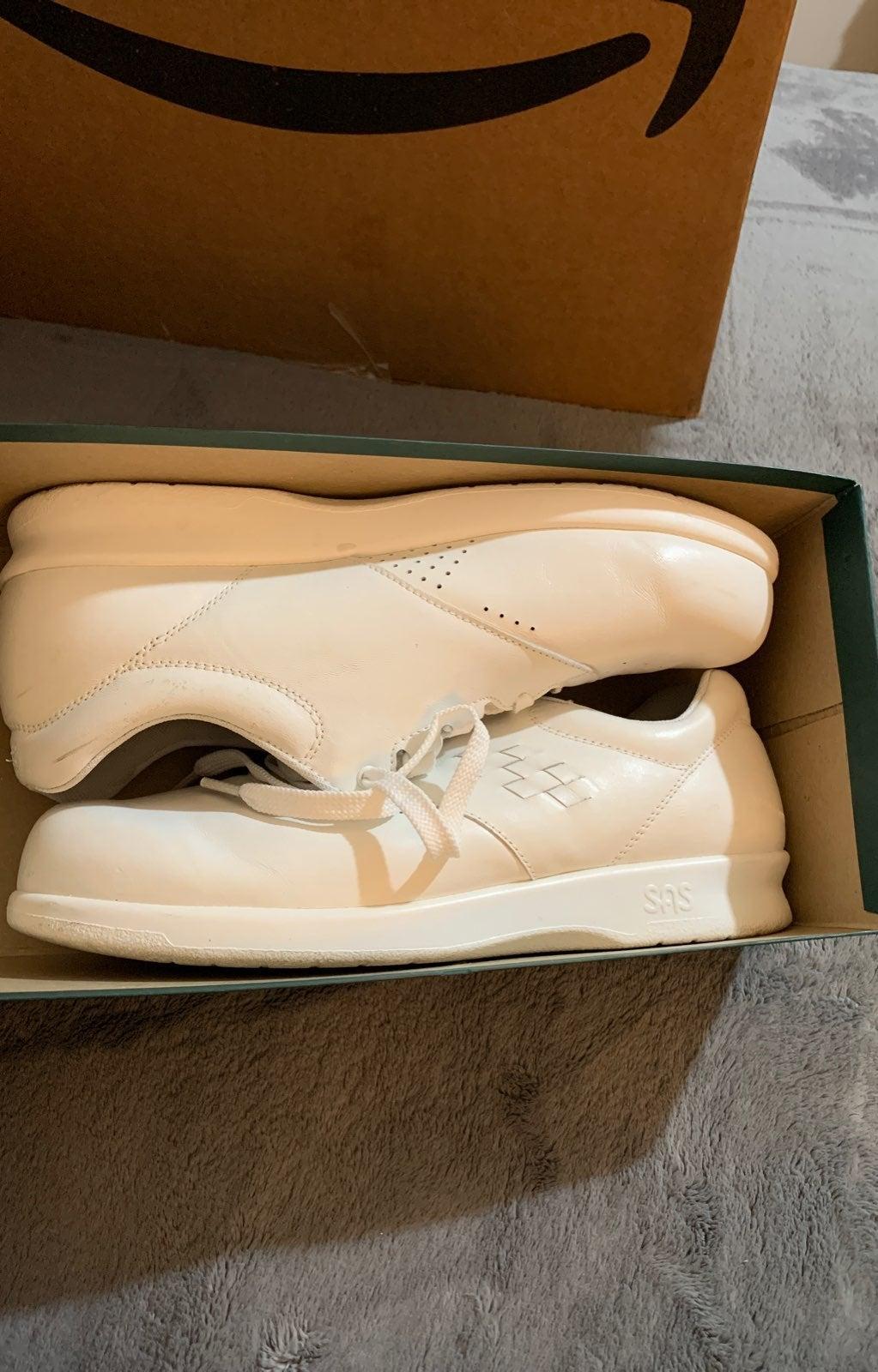 Womens SAS shoes 9