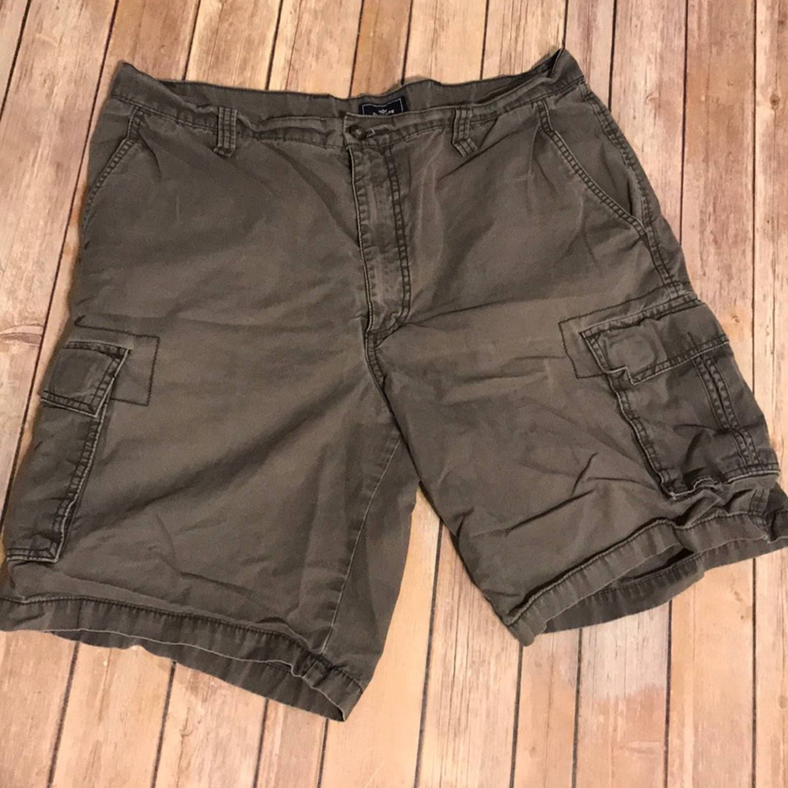 DOCKERS size 36 men's shorts