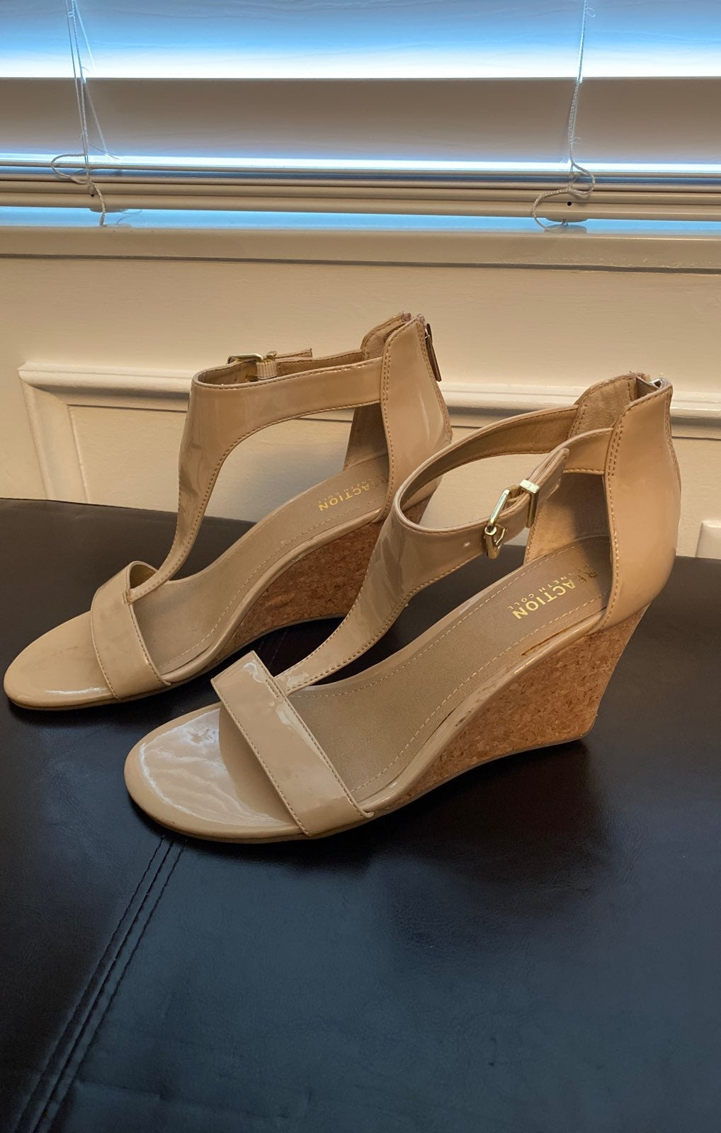 Kenneth Cole Wedge Sandals Size 10