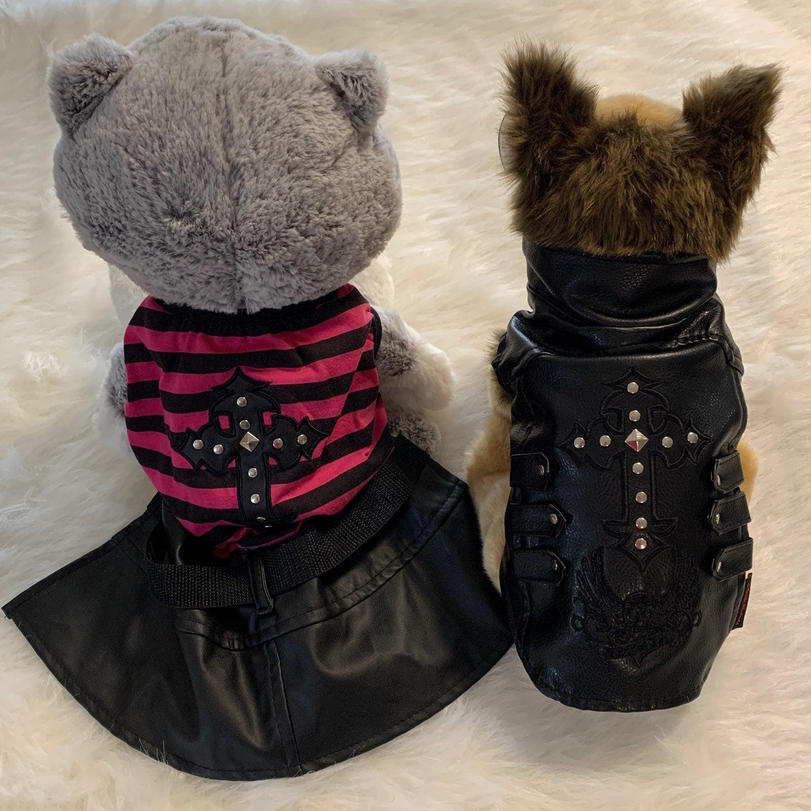 Bret Michaels Pets Rock Outfits
