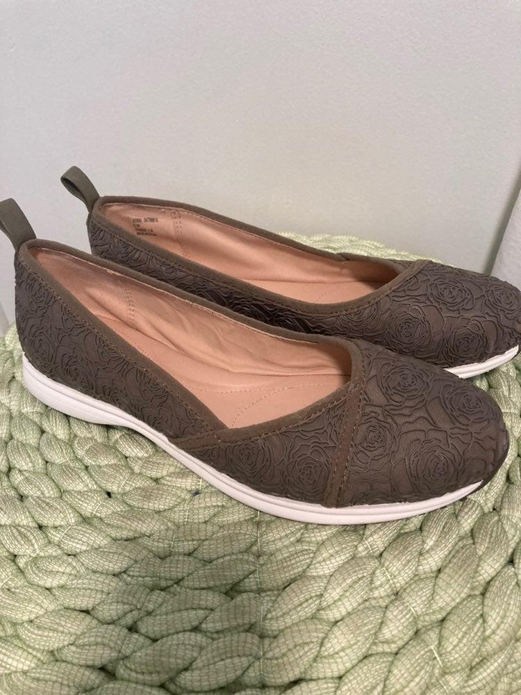 Taryn Rose taupe Rose pattern sneakers