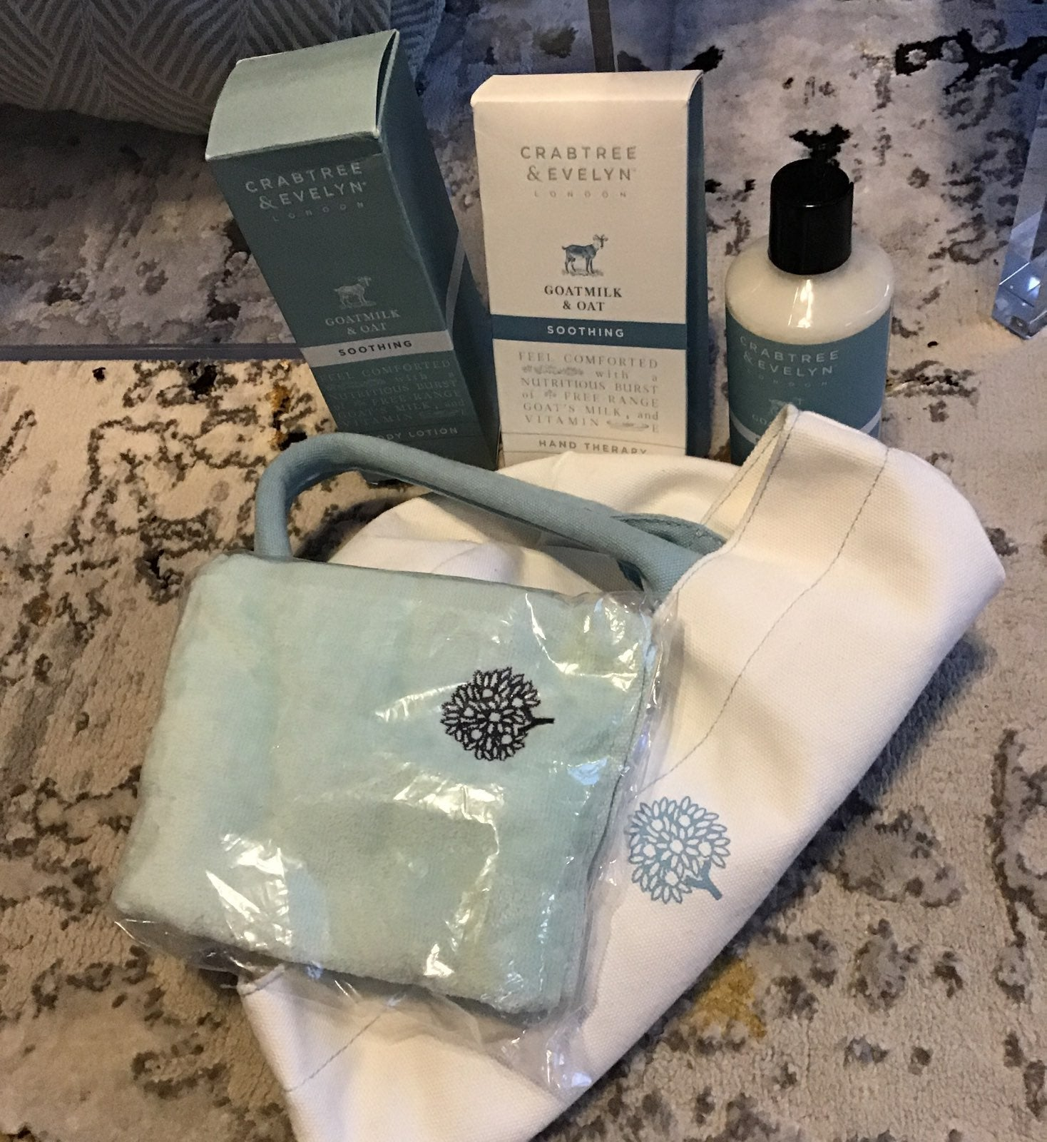 Crabtree & Evelyn Goatmilk & Oat Tote