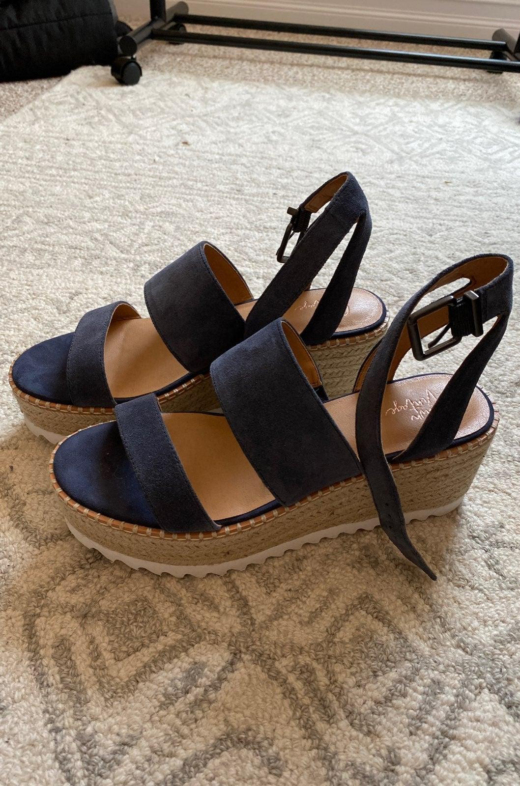 DSW Platform Sandals   Mercari
