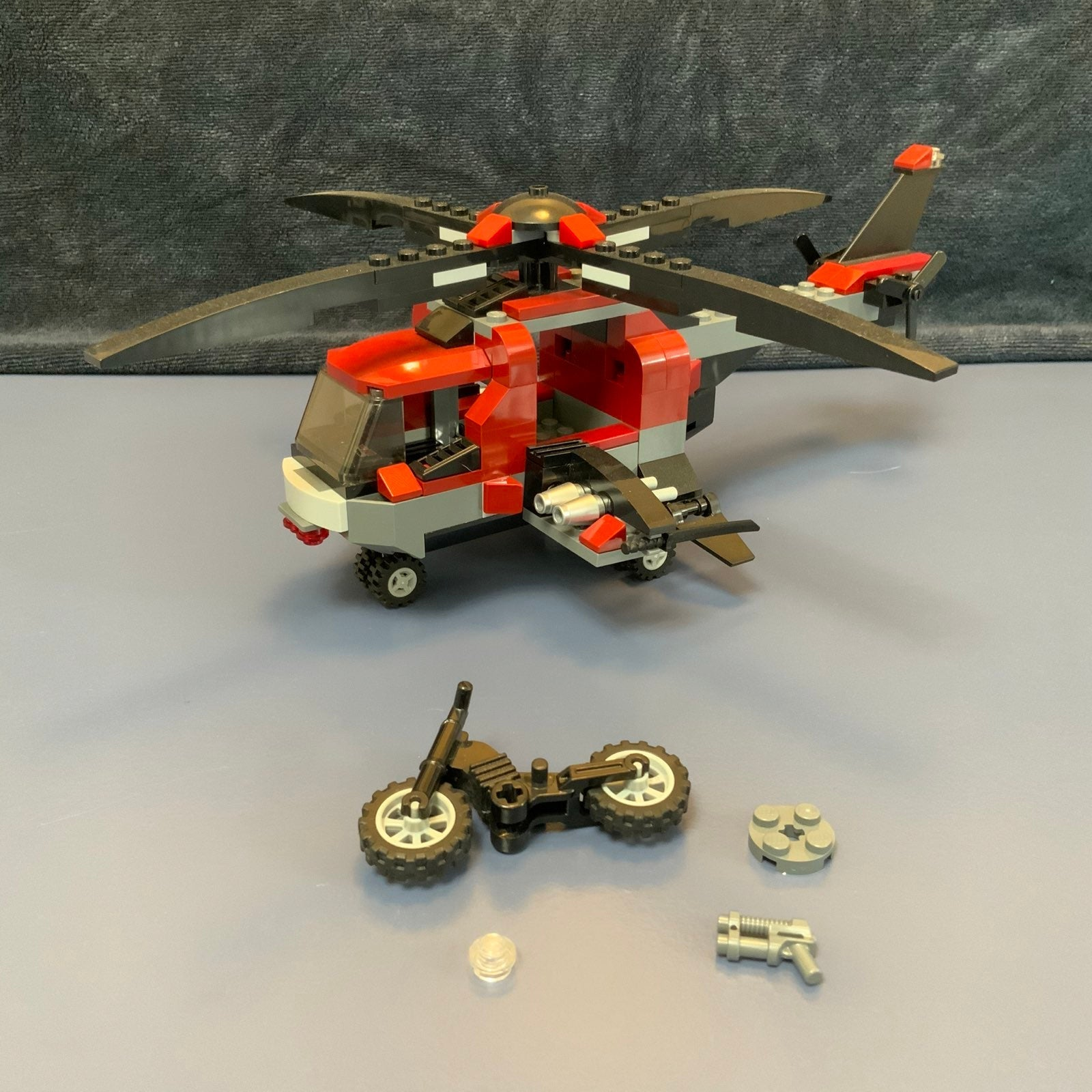 LEGO 6866 WOLVERINE'S CHOPPER SHOWDOWN -