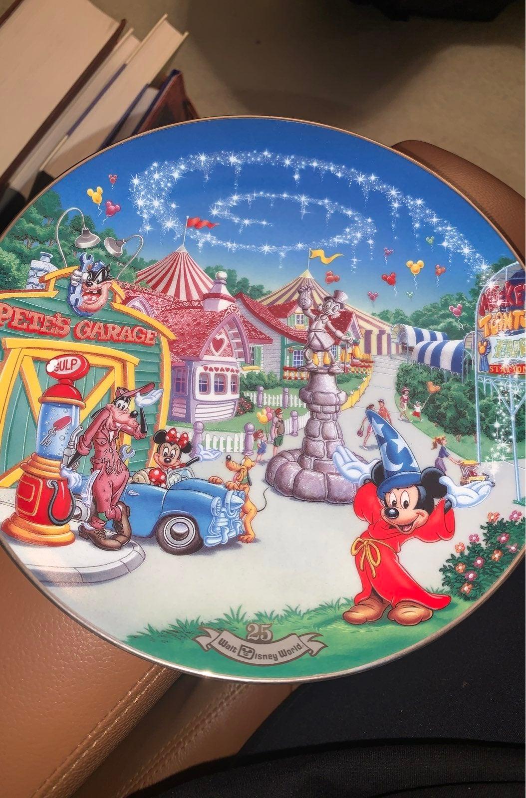 Walt Disney Toon Town Plate