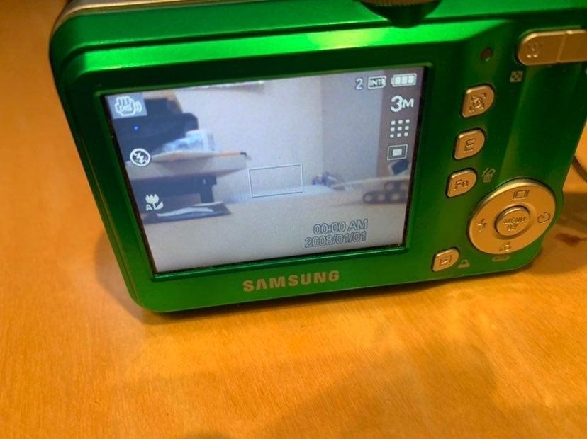 Green Samsung Camera S860 w/ USB cord