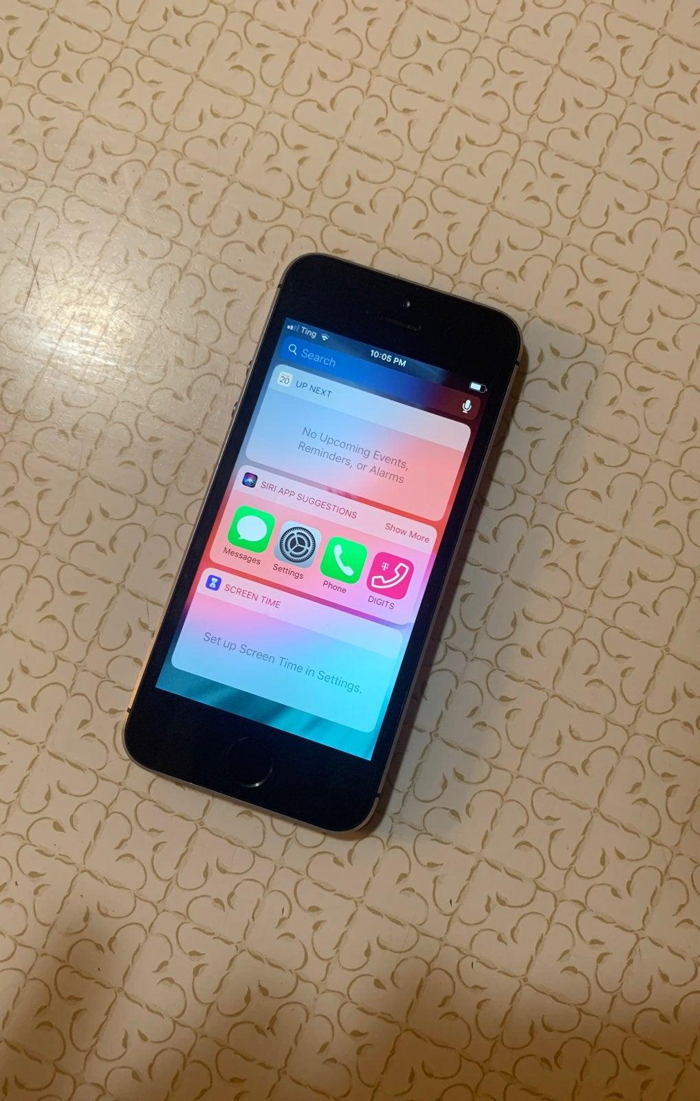 iPhone 5s Space Gray 16 GB Unlocked
