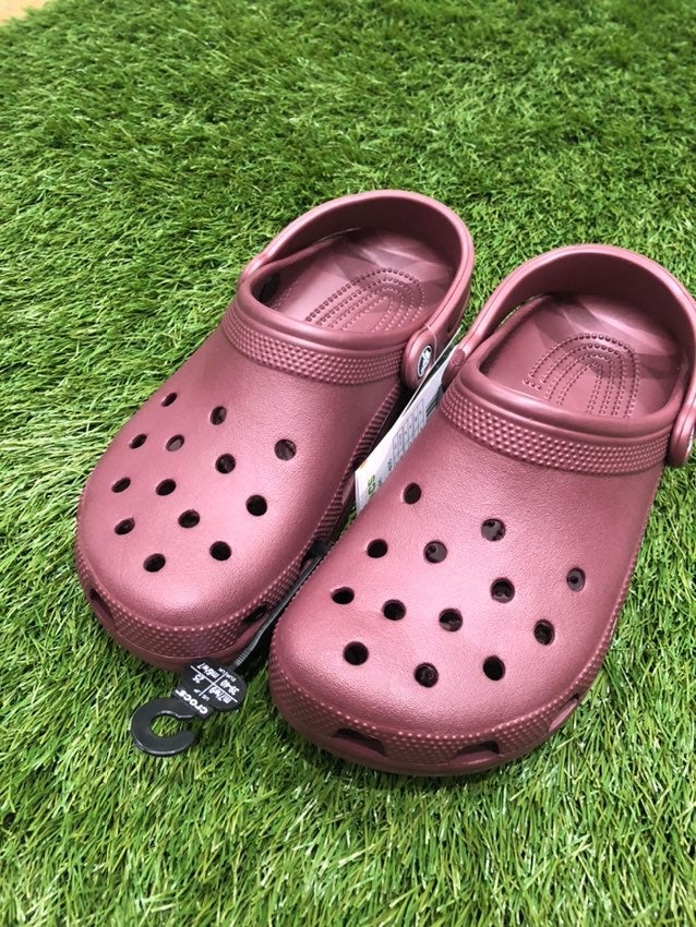 Crocs size 8 womens