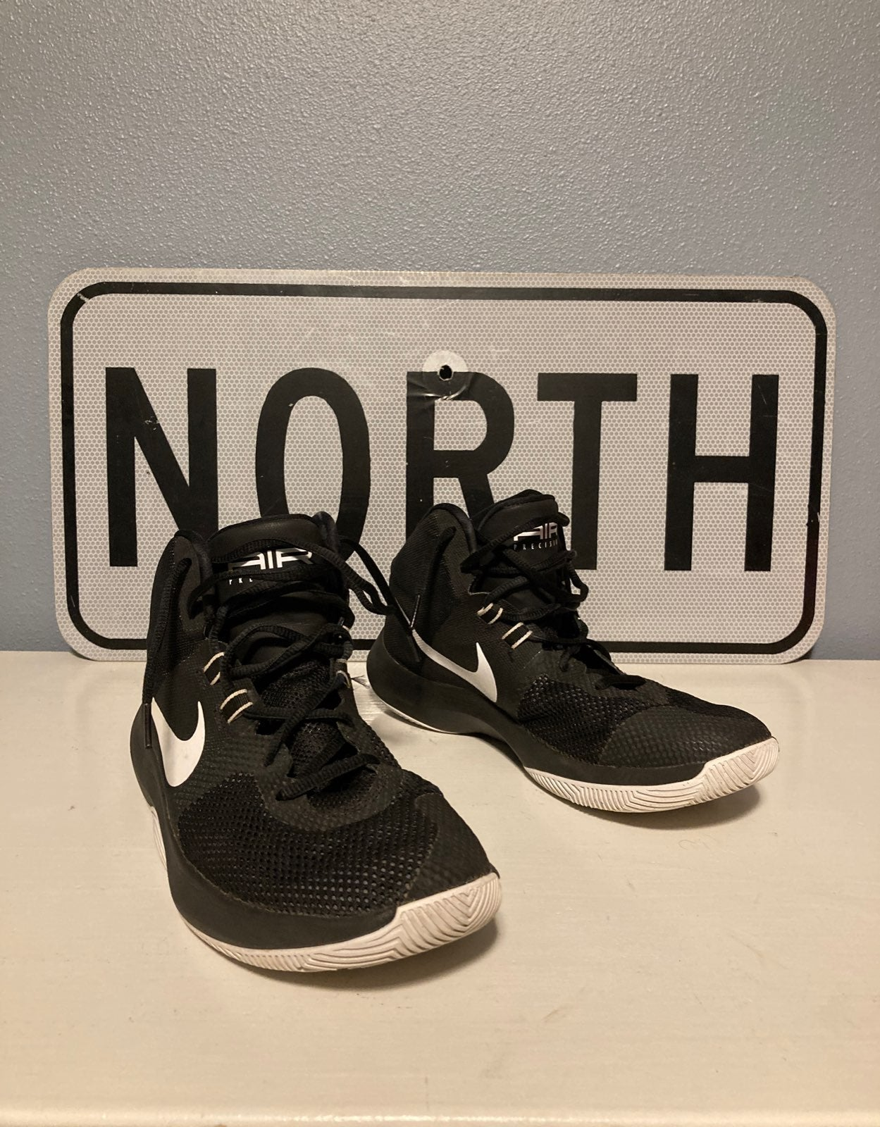 Nike Air Basketball shoe mid