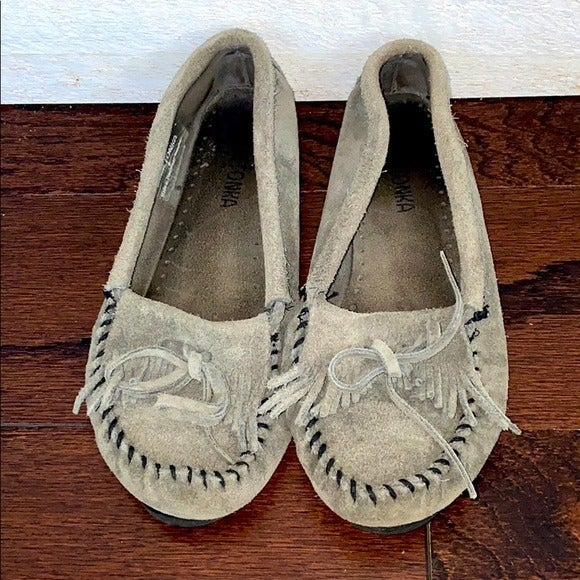 Minnetonka Mocassins Gray Slip On Size 7
