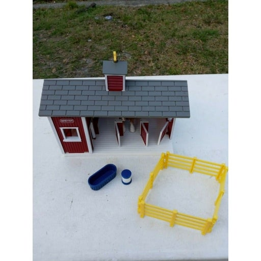 BREYER Stablemates Red Stable Brown