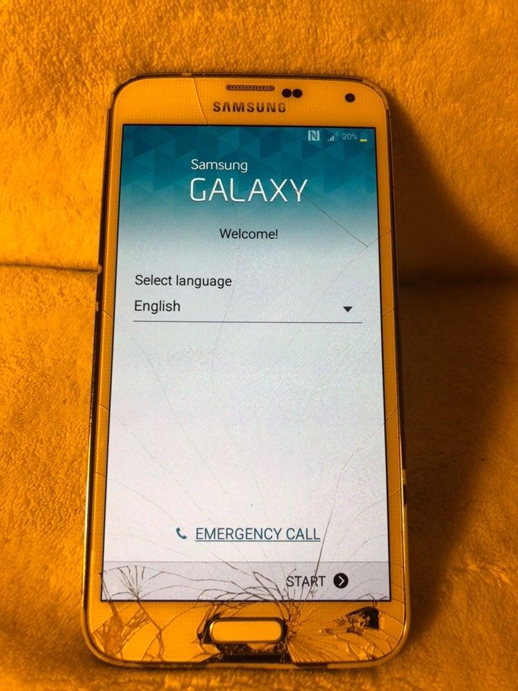 Samsung Galaxy S 5 White Damaged