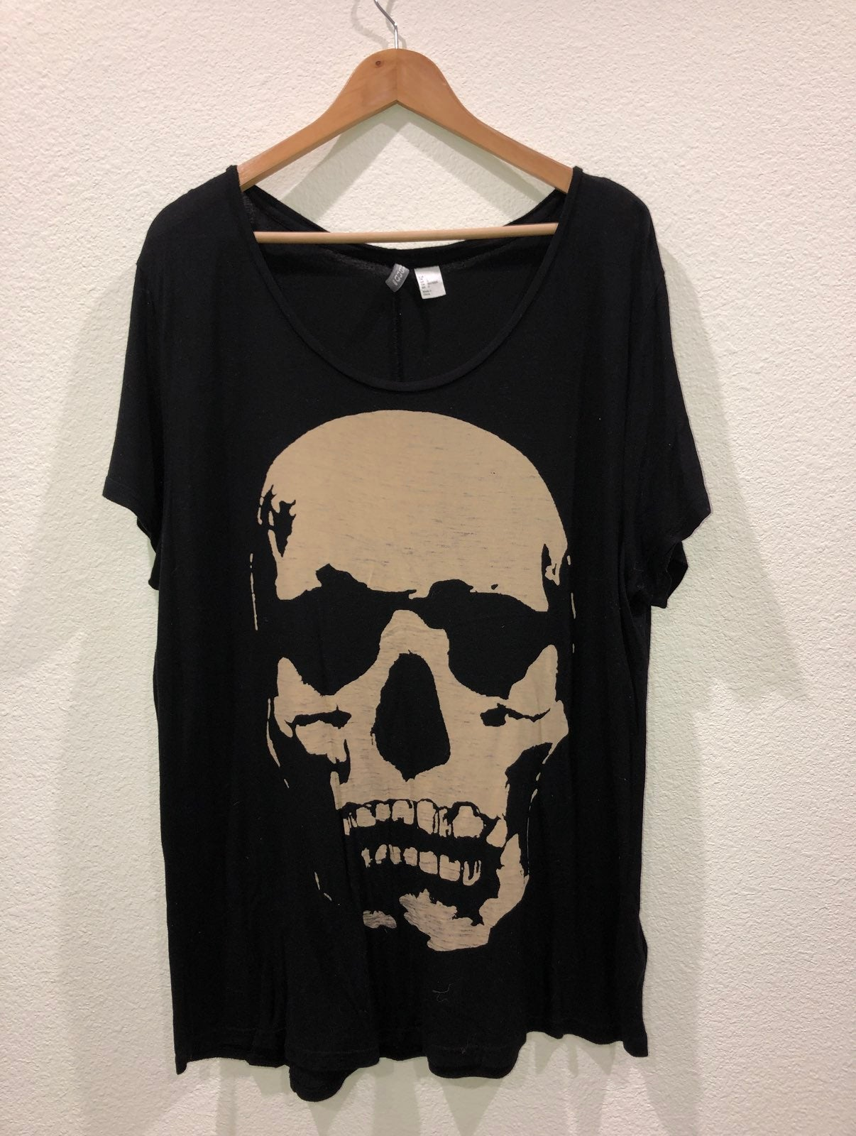 Black Loose T-Shirt w/Skull