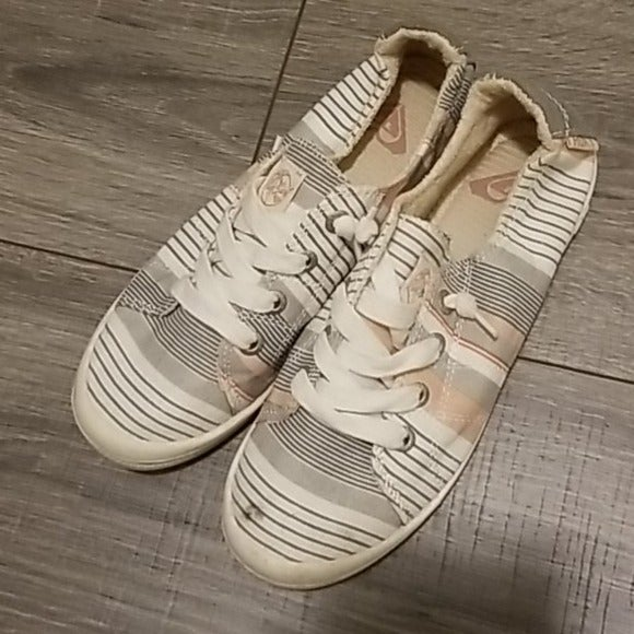 Adorable Bayshore Summer Sneakers Size 6