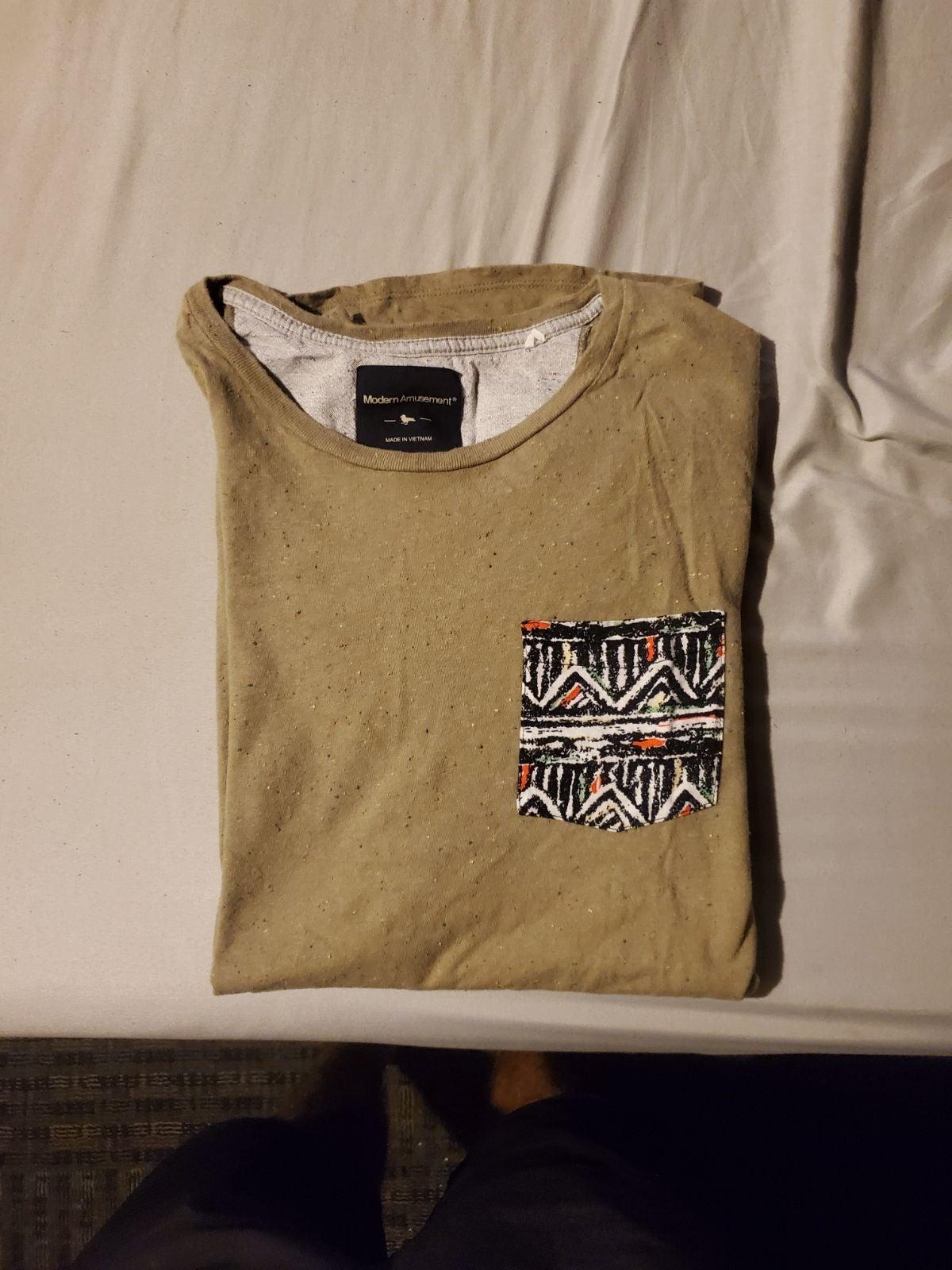 Modern amusement pocket t shirt