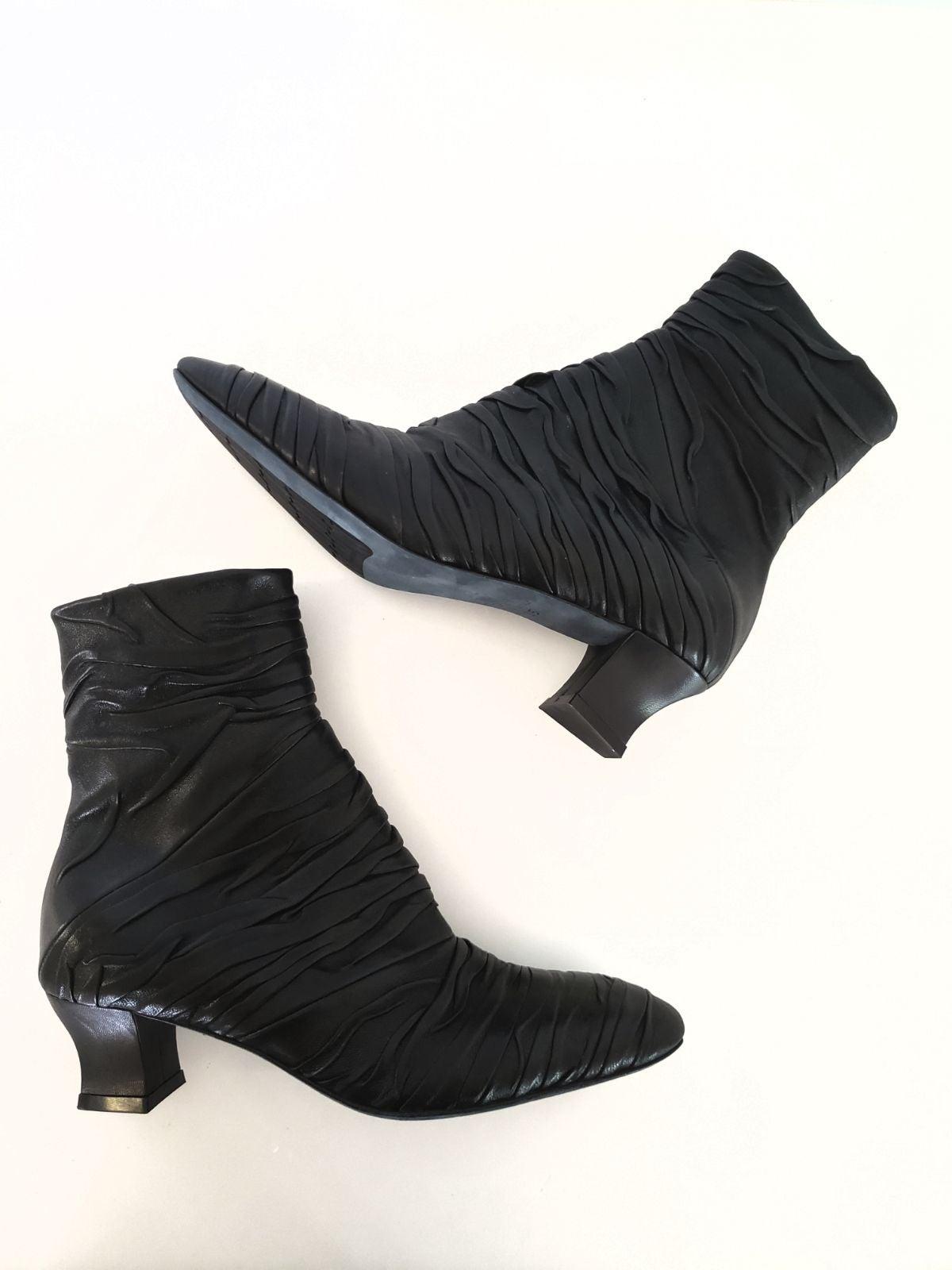 Thierry rabotin black bootie