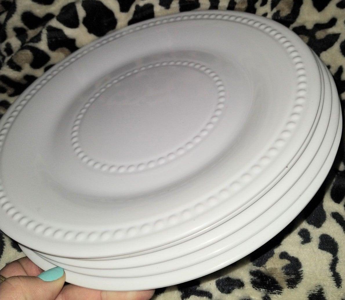 White Beaded Wide Rim Melamine Plate Set
