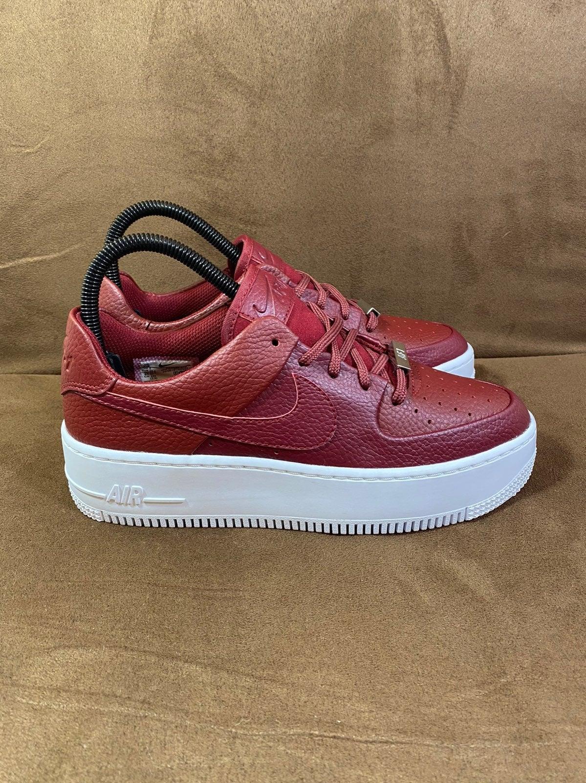 Nike Air Force 1 Sage Low Team Red