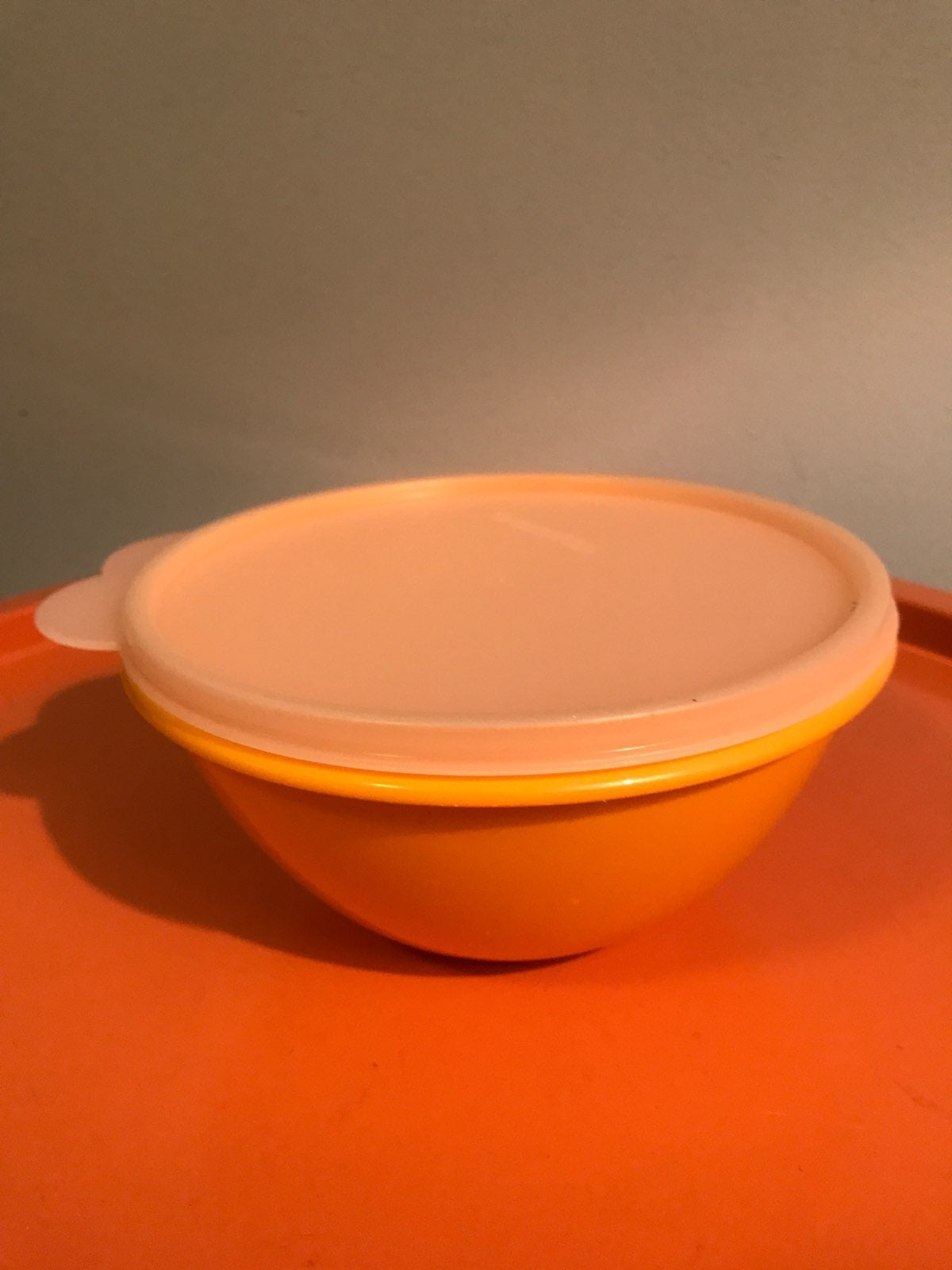 VTG Tupperware 234-10 bowl with lid