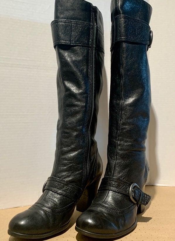Women's Born Crown Boots. Size 8.5