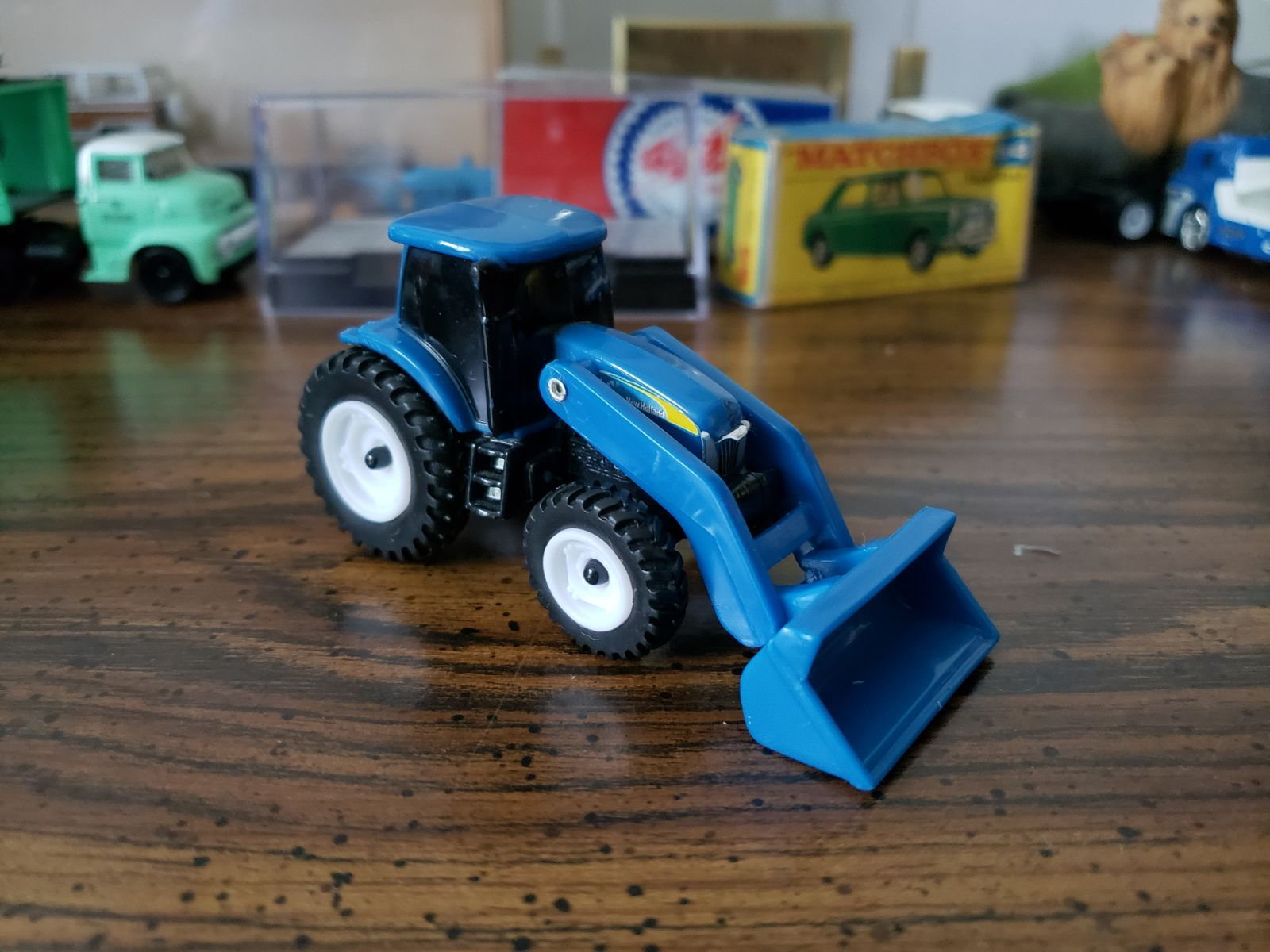 Ertl 1/64 new Holland tractor with loade
