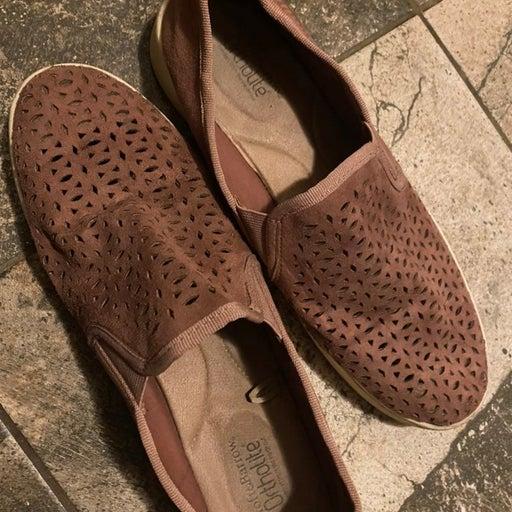 slip-on sneaker 10