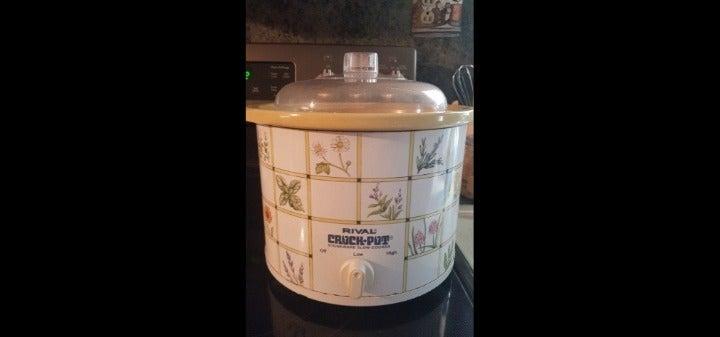 Rival Crock Pot 2.5 Qt W/Wildflowers