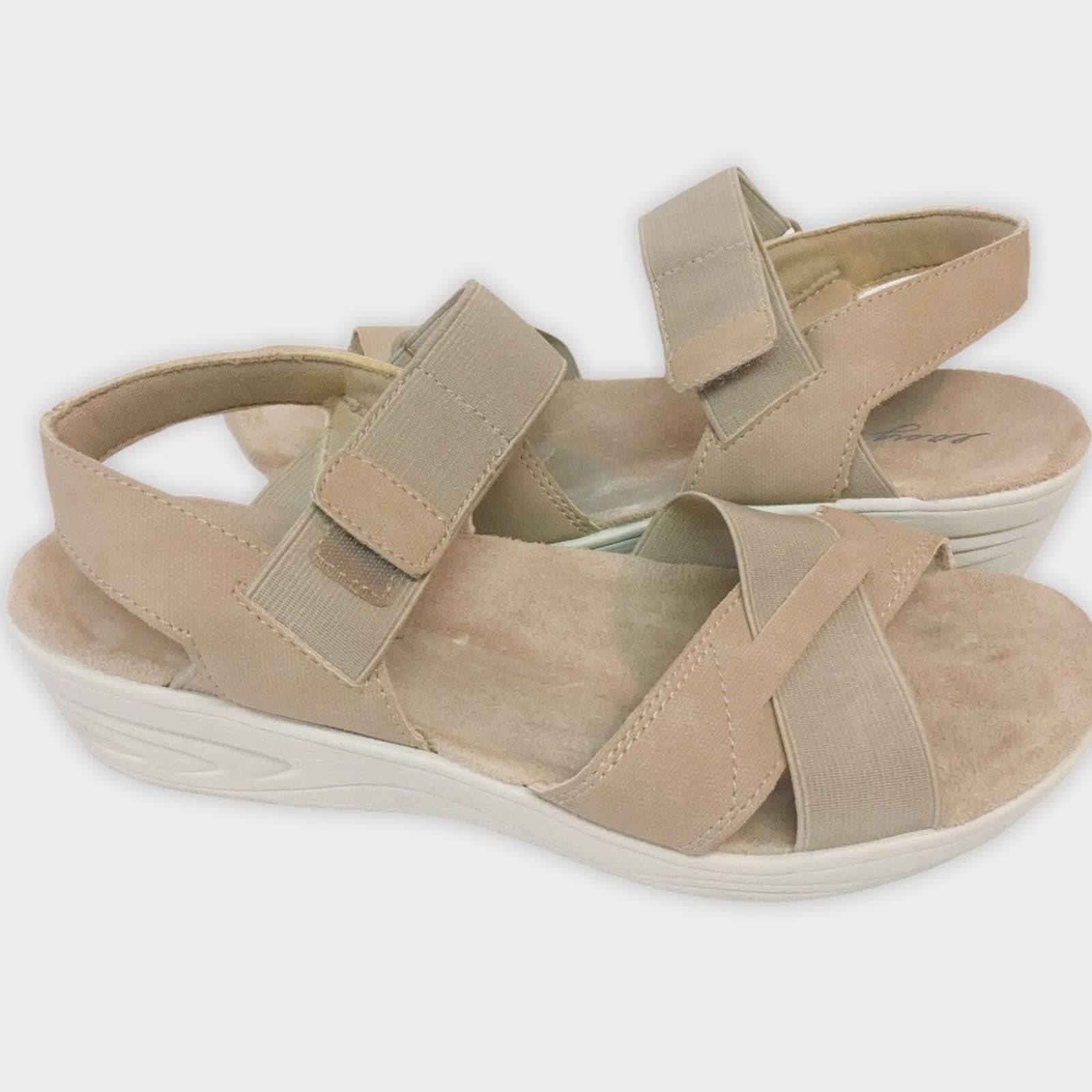 Easy Spirit tan Mattie sandals 8 M