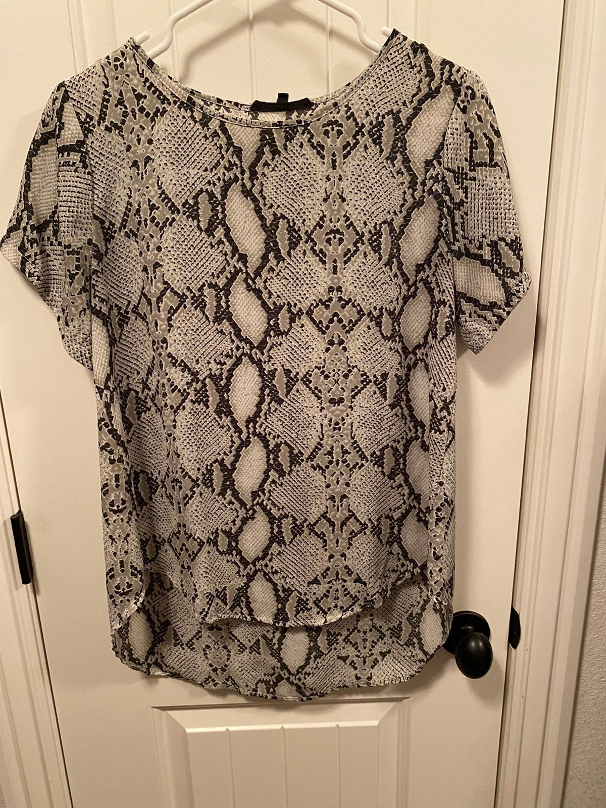 Olivaceous Snakeskin Shift Blouse, Mediu