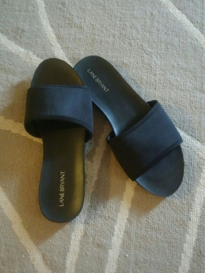 Never Worn Lane Bryant Black Slides 9W