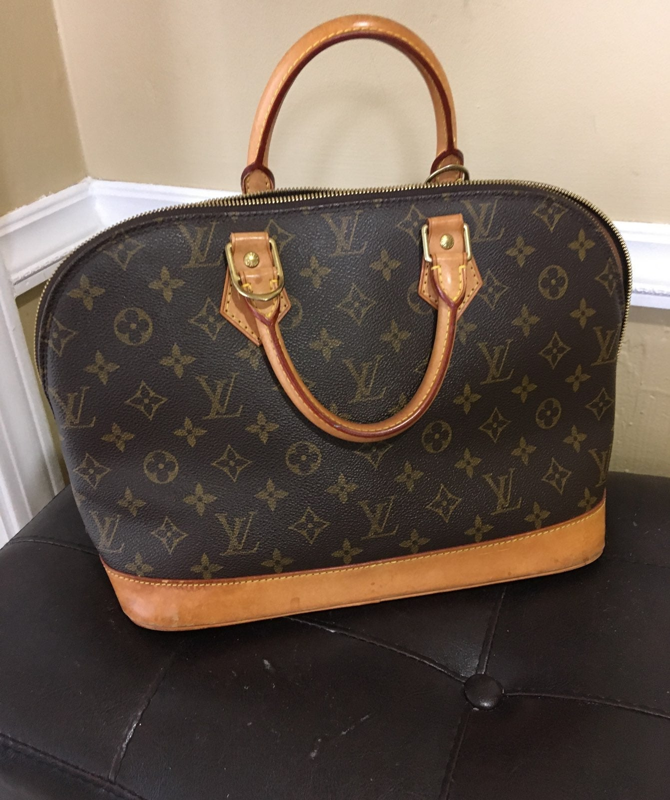 Authentic Louis Vuitton Alma READ