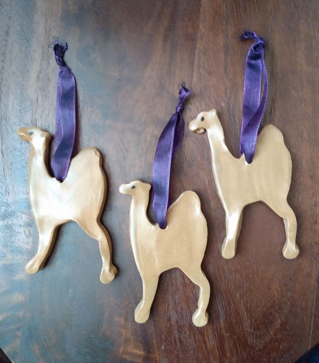 NWT Camel ceramic ornament set of 3