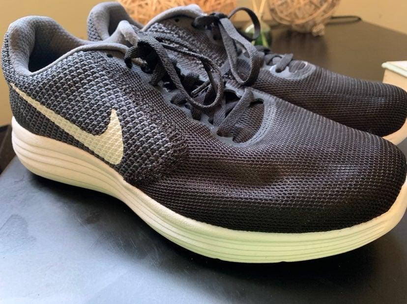 Nike women revolution 3 running shoe