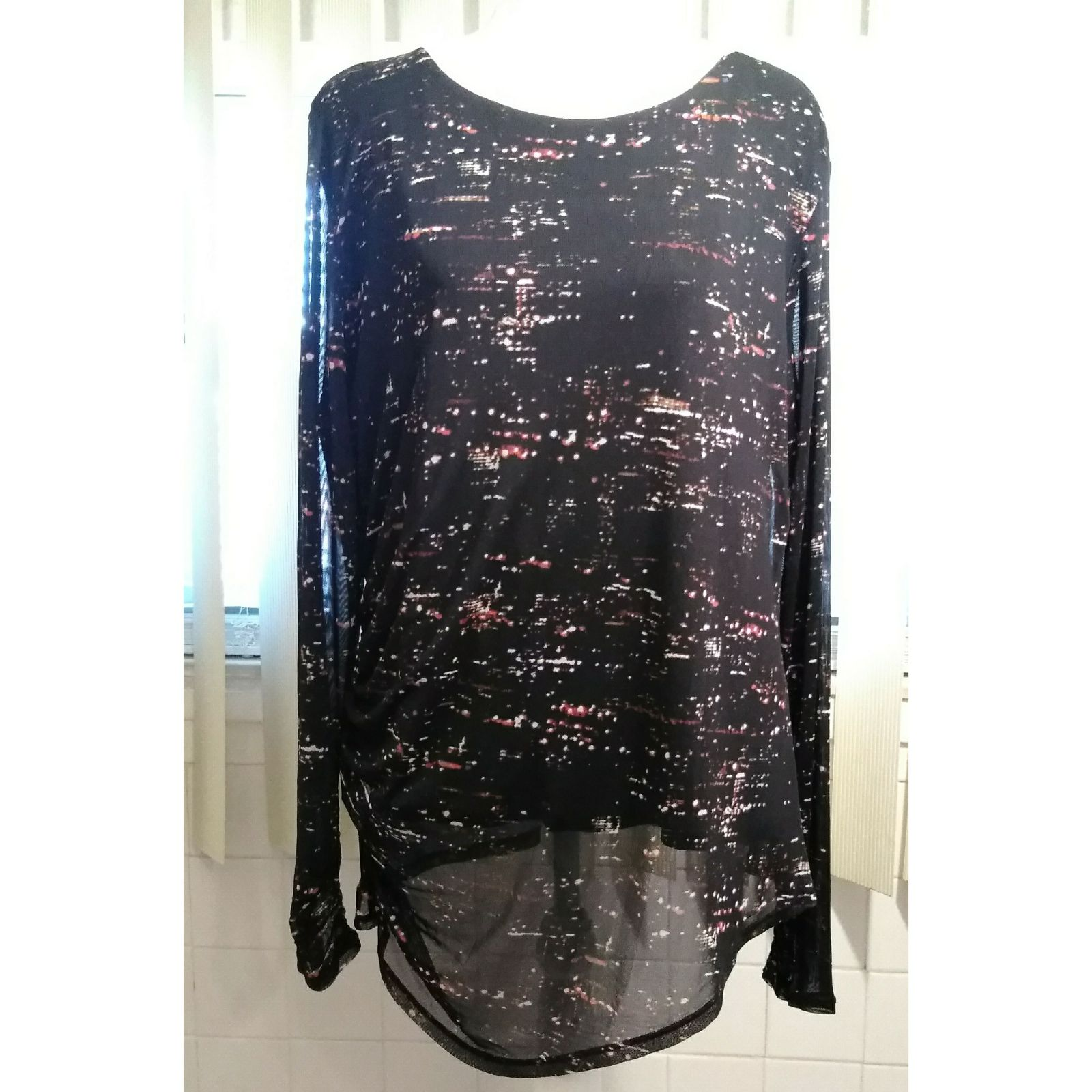 DKNY TOP/BLOUSE SIZE LARGE-SHEER
