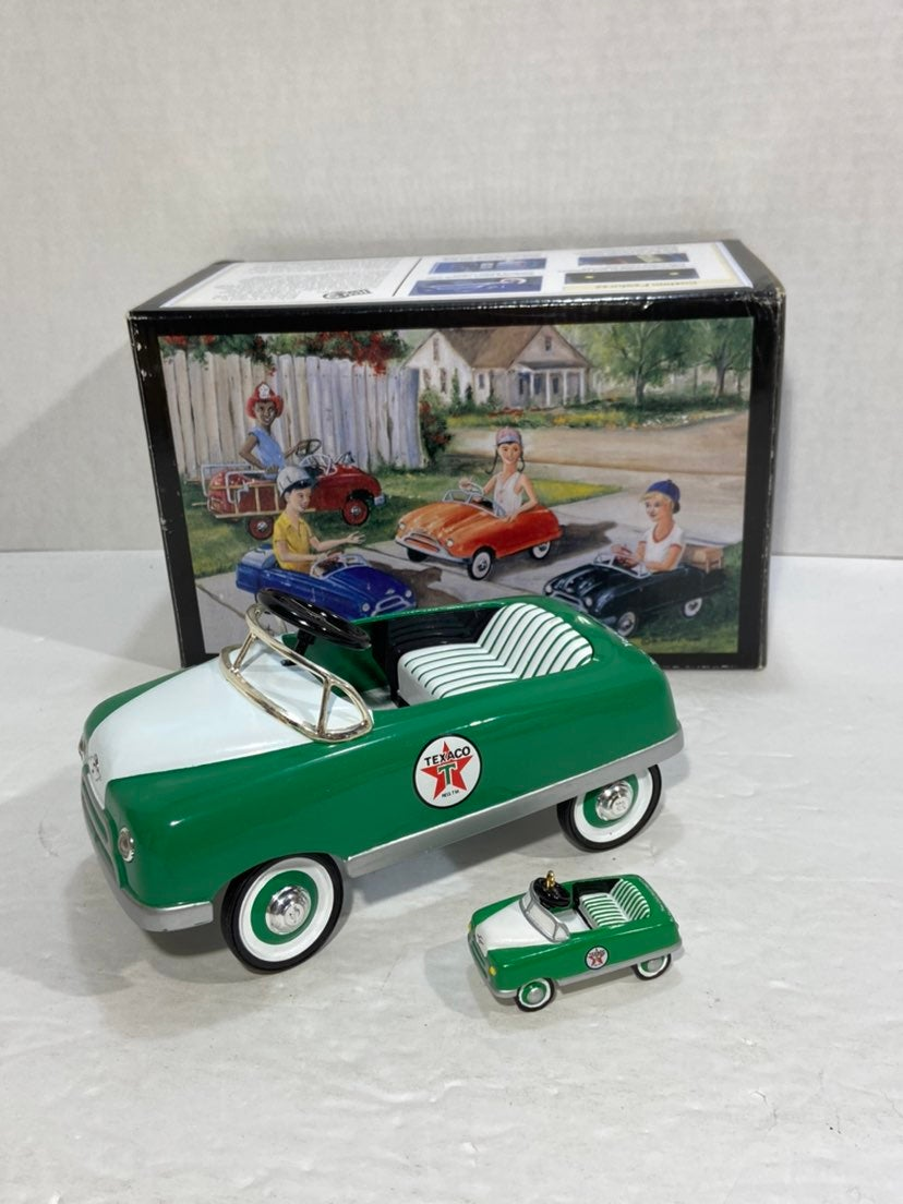 TEXACO 1948 BMC PEDAL CAR & ORNAMENT