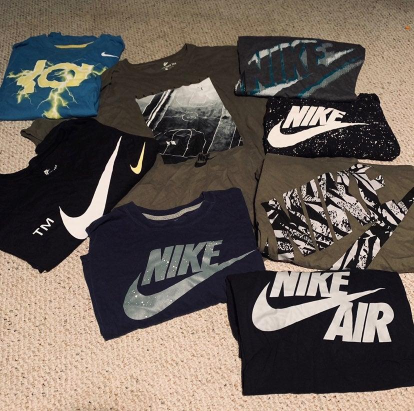8 Mens Nike T-Shirts