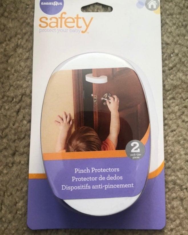 Child safety anti-pinch door prorector
